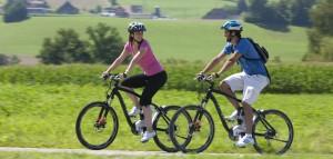 Mit E-Bikes lassen sich auch größere Entfernungen locker meistern.