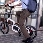 Klever mit Falt-E-Bike und Bluetooth