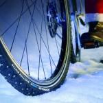 Ob mit oder ohne E-Bike: Mit Spikes macht Radfahren auch im Winter Spaß