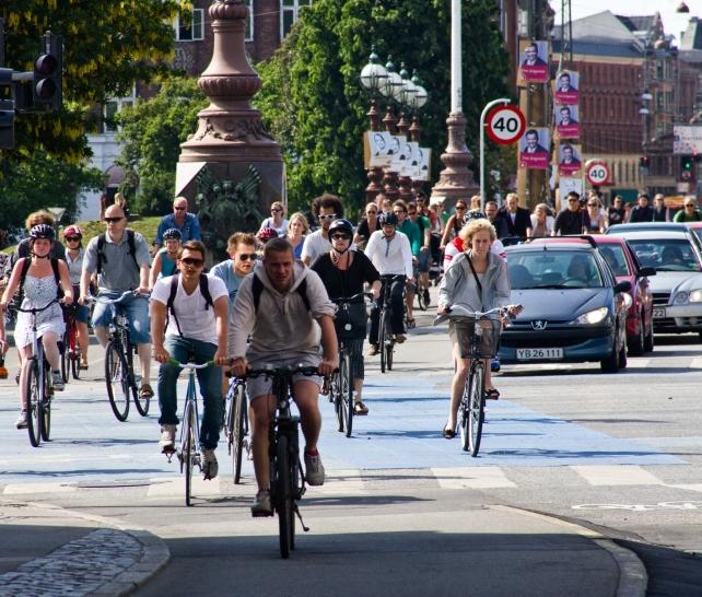 Fahrräder und e-Bikes in der Rushhour