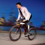 Flott unterwegs auf dem E-Bike: Opel Design-Studie Rad e  (c) GM