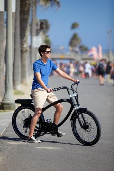 Das Ford E-Bike, powered by Pedego, soll im Januar 2014 in den USA und Canada erhältlich sein.
